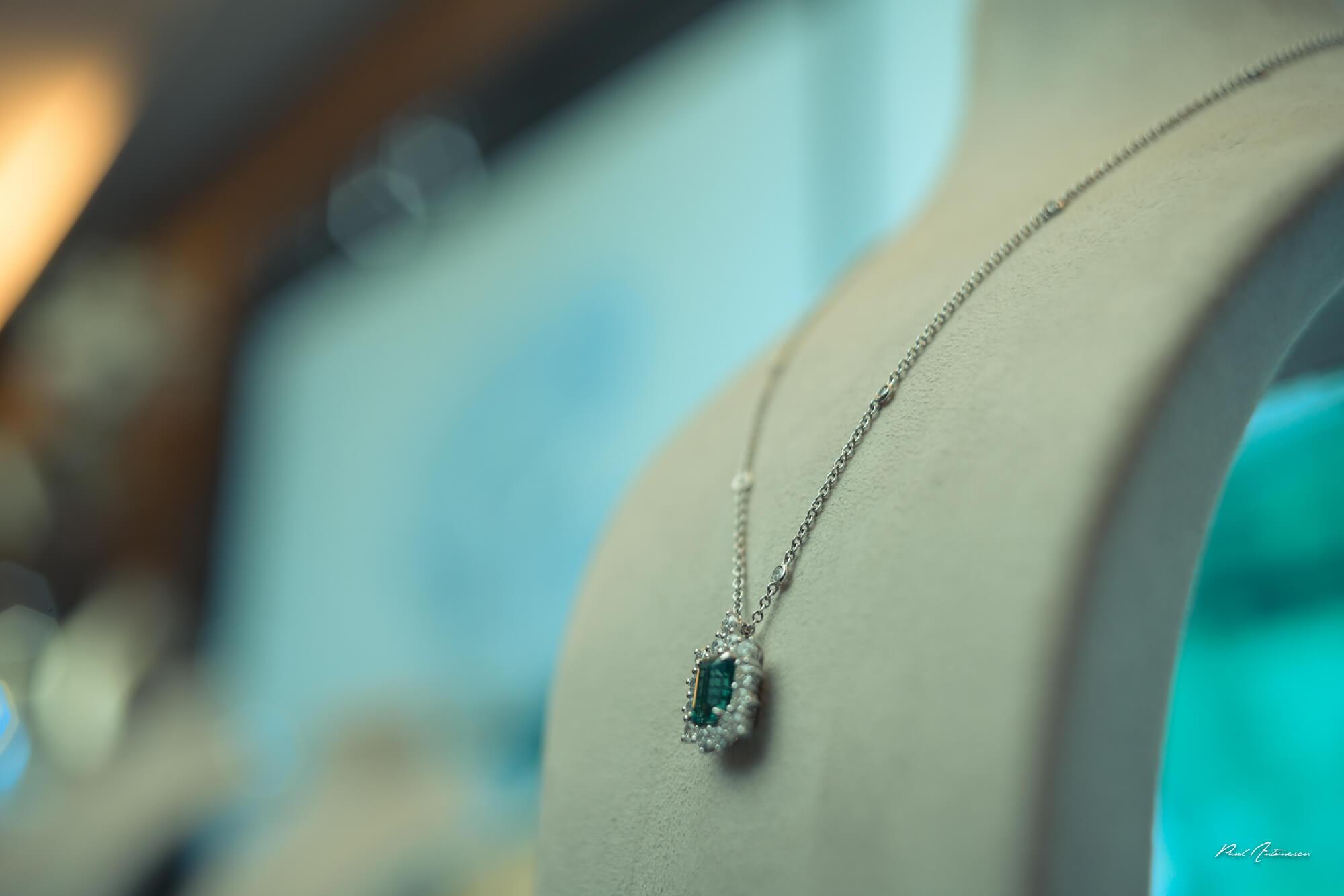 Bijuterii colier cu pandant marca Teilor la Gala Forbes Woman 2021